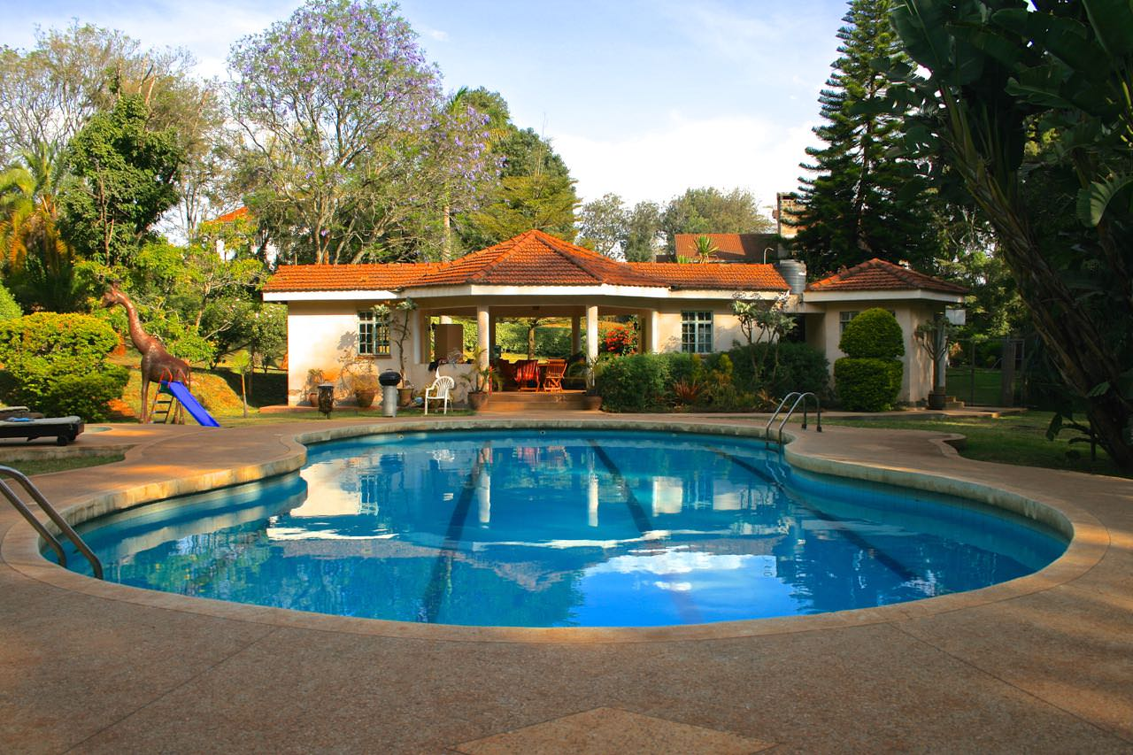 Spacious house with huge garden and pool peponi co for Pool garden restaurant nairobi